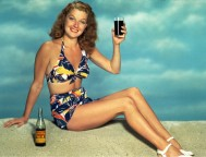 Üdítő reklámozása 1942-ben / Advertising soft drinks in bikini in 1942