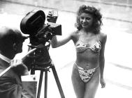 A mai bikinit a francia Louis Réard adta a köznek 1946-ban. A Bikini atollon történt atomrobbantás után nevezte el, mondván, hogy úgy robban majd, mint az atombomba. / Louis Réard designed the first piece of todays' bikini in1946. The name came from the Bikini Atoll atomic bomb - he expected the bikini being as big explosion in the world of fashion as the atomic bomb was.